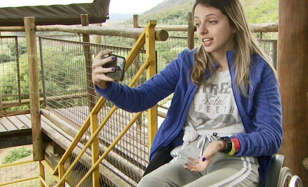 Giovanna Moreschi faz vídeos que mostram que a doença degenerativa que sofre não a impede de fazer as atividades que ela quer fazer.  — Foto: Reginaldo dos Santos/EPTV