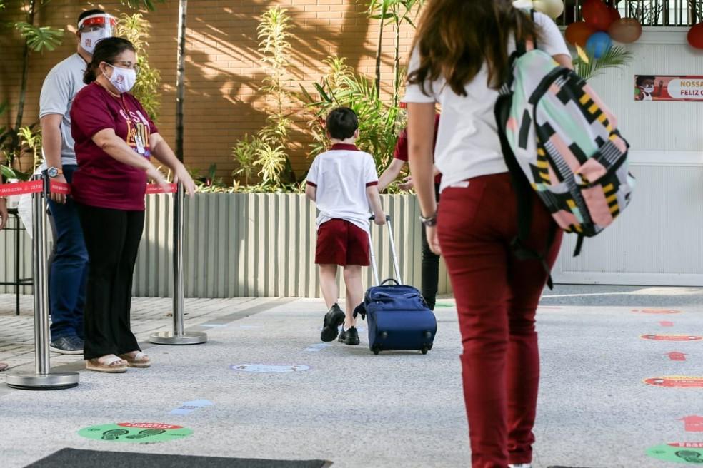 Escolas devem seguir regras sanitárias para o retorno das aulas em Fortaleza — Foto: Camila Lima/SVM