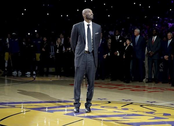 Em dezembro, os Lakers aposentaram os dois números de camisas usados por Bryant, 8 e 24