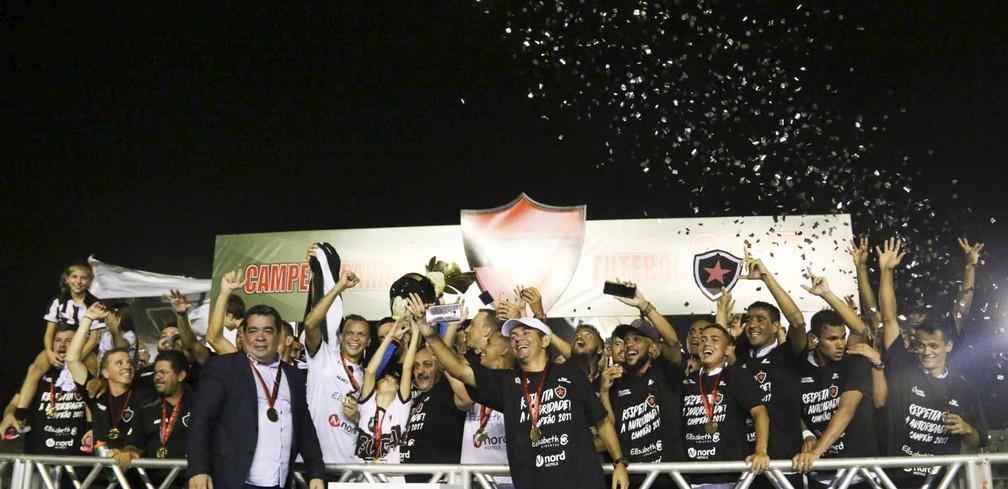 Atual campeão, o Botafogo-PB estreia em casa diante do Serrano-PB (Foto: Raniery Soares/ParaíbaPress/FPF)