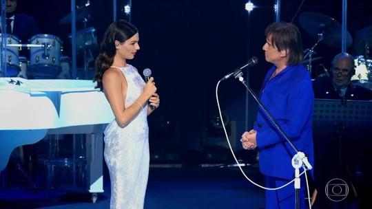 Roberto Carlos se emociona em dueto com Isis Valverde, e parceria 'quebra' a web
