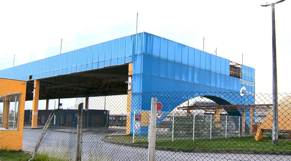 Terminal de Itaparica interditado na manhã desta segunda-feira (23), em Vila Velha (Foto: Vinícius Gonçalves/ TV Gazeta)