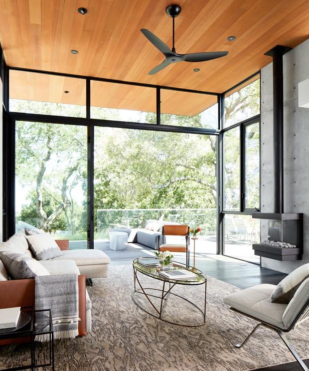 Casa contemporânea para viver em meio à floresta (Foto: John Merkl e Steve Goldband/Divulgação)