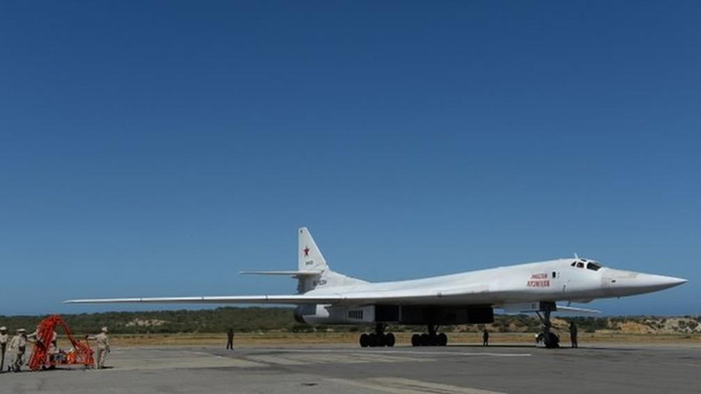 Os bombardeiros Tupolev 160 são conhecidos como 'cisnes brancos' na Rússia — Foto: AFP