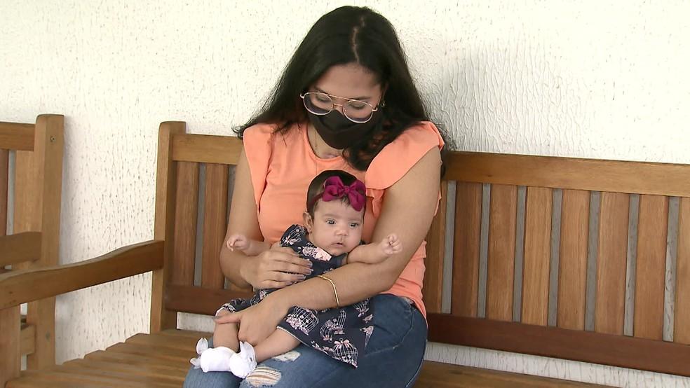 Evellyn Oliveira estava entubada e em coma quando a filha nasceu — Foto: Reprodução/TV Globo