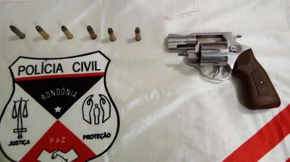 Arma usada no crime foi apreendida pela Civil (Foto: TBN notícias/Reprodução)
