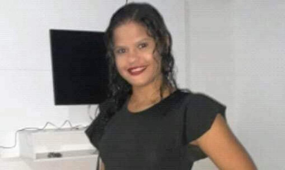 A estudante Sandiele Lima, de 20 anos, foi encontrada morta em uma estrada de Banabuiú, no Ceará. — Foto: Reprodução