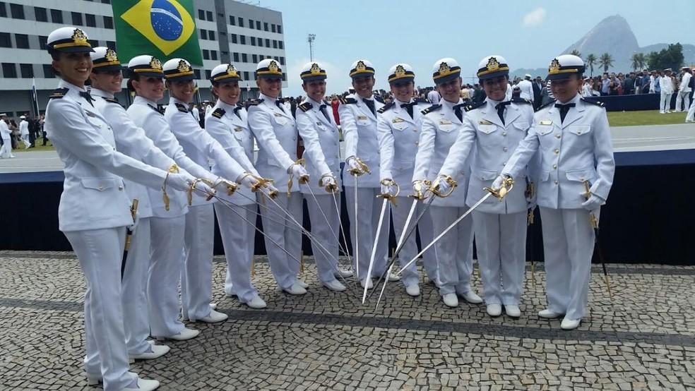 Formatura de 12 aspirantes femininas em 2017, na Escola Naval, da Marinha (Foto: Divulgação)