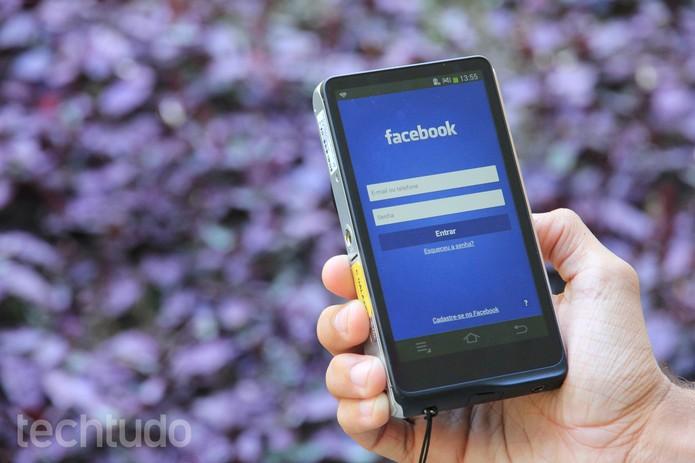 facebook-smartphone1 (Foto: Anna Kellen Bull/TechTudo)