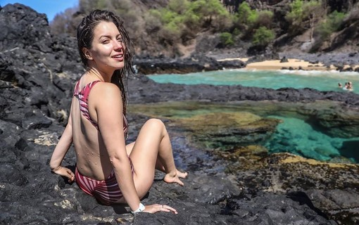 Nathalia Dill curte as praias de Noronha as vésperas do Réveillon