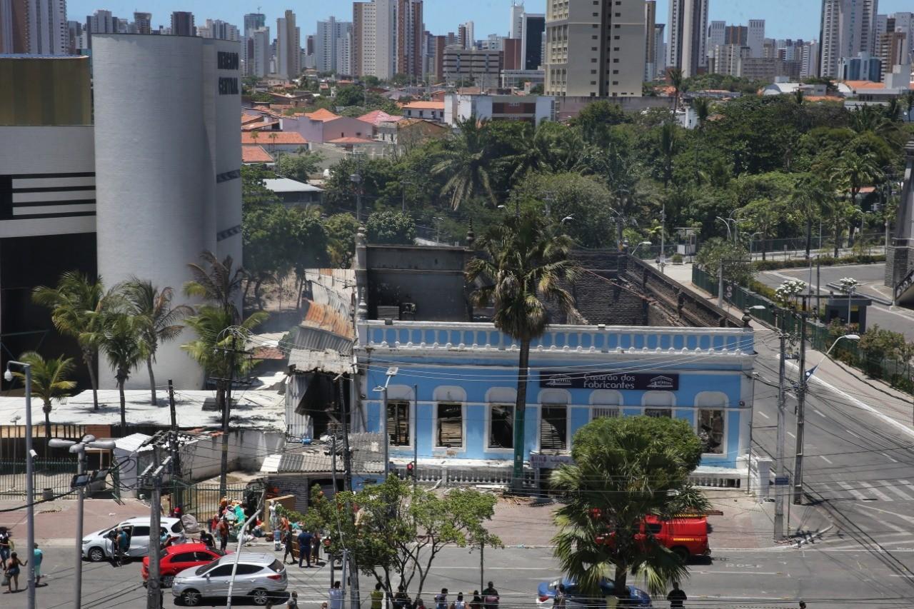 Confira imagens do incêndio ao Casarão dos Fabricantes, em Fortaleza