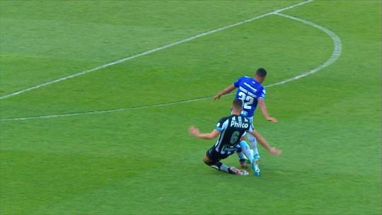 """Gustavo Henrique, do Santos, diz que expulsão no início do jogo foi justa: """"Um lance infeliz"""""""