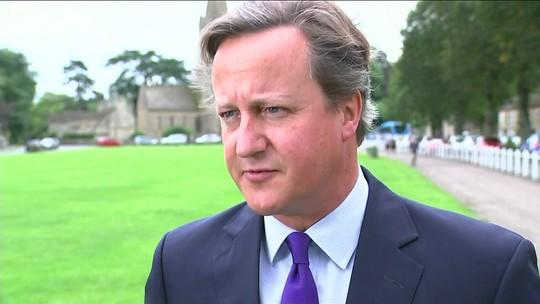 Ex-primeiro ministro britânico David Cameron renuncia ao mandato após 15 anos