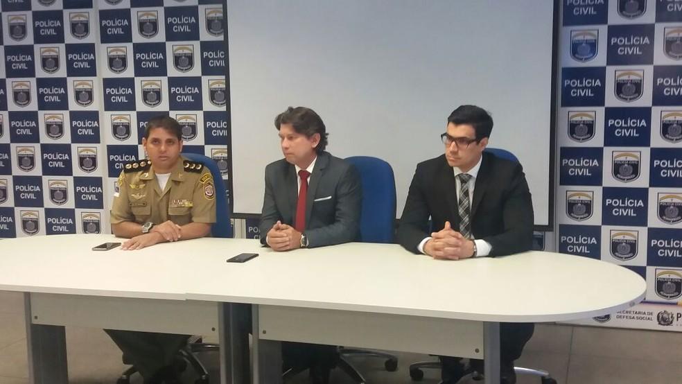 Moraes, Falcão e VItal participaram da entrevista coletiva, na manhã desta quarta-feira, no Recife (Foto: Ascom/Polícia Civil)