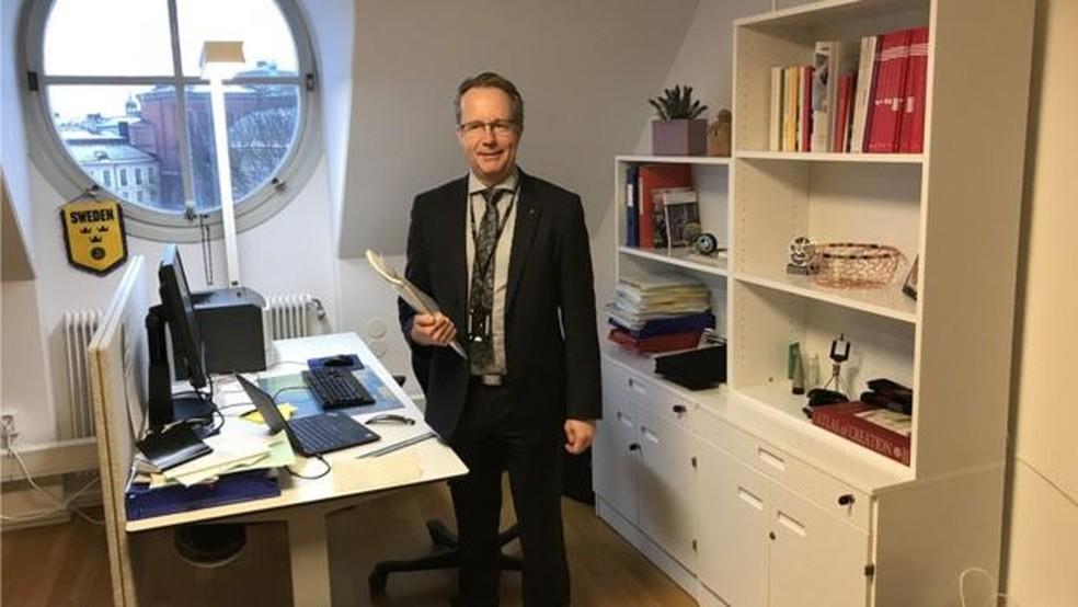 Assessores? Deputados, como Per-Arne Håkansson, não têm nenhum – ficam sozinhos em seus pequenos gabinetes — Foto: ABDELLATIF AZMANI