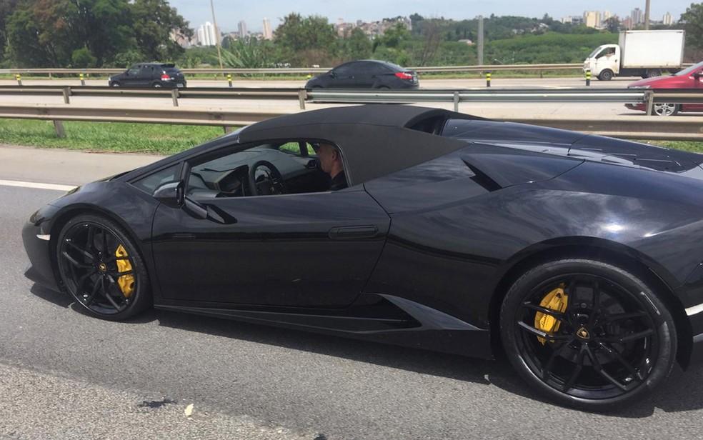 Lamborghini apreendida em operação do Deic �- Foto: Abraão Cruz/TV Globo