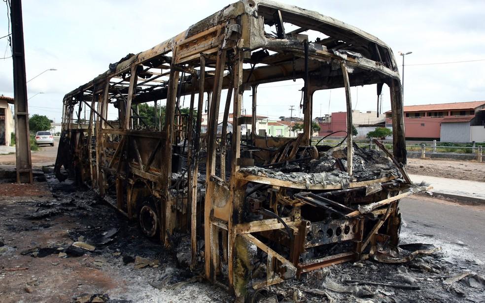 Ataques a ônibus por bandidos começaram no fim de 2013 e foram até os primeiros dias de 2014 (Foto: Honorio Moreira/Futura Press/Estadão Conteúdo)