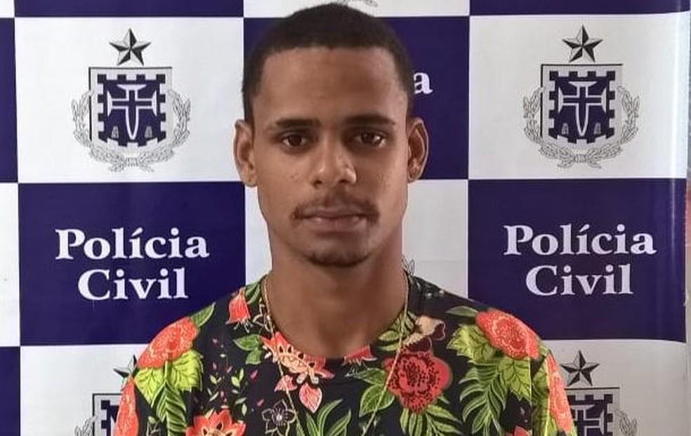 Suspeito, identificado como João Marcelo de Castro Carvalho, se entregou à polícia — Foto: SSP/ Divulgação