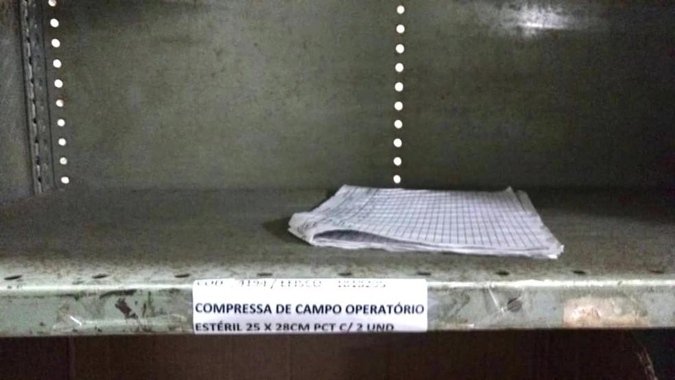 Imagem de gaveta mostra que não há gaze no hospital  — Foto: Reprodução/TV Globo