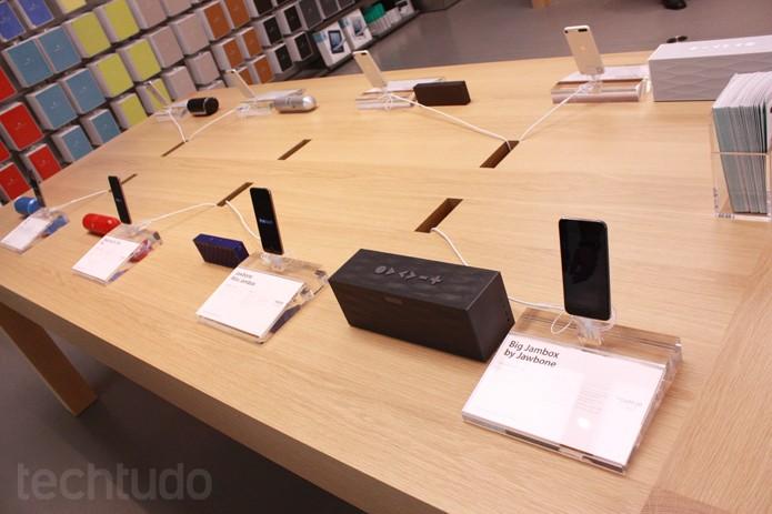 Acessórios para iPhone na Apple Store (Foto: Allan Melo / TechTudo)