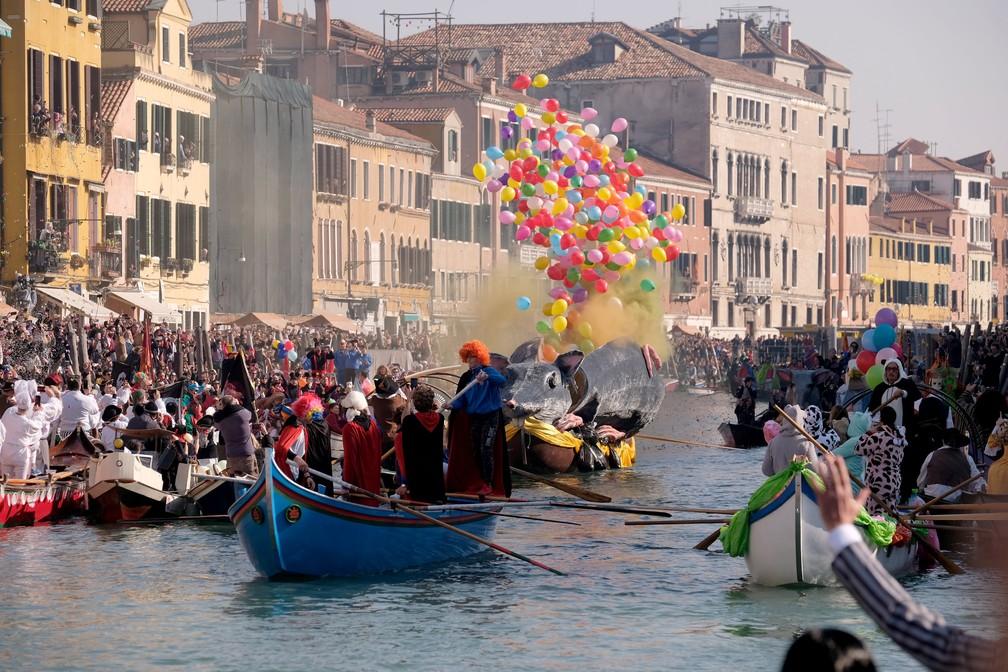 Cidade de Veneza costuma receber cerca de 3 milhões de visitantes durante os três fins de semana de festa — Foto: Manuel Silvestri/Reuters