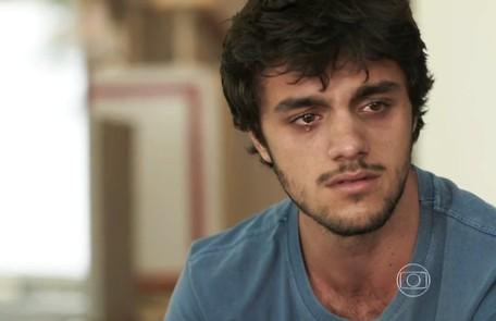 Na terça-feira (6), Jonatas (Felipe Simas) é esfaqueado por Dino (Paulo Rocha) ao tentar salvar Eliza (Marina Ruy Barbosa) TV Globo