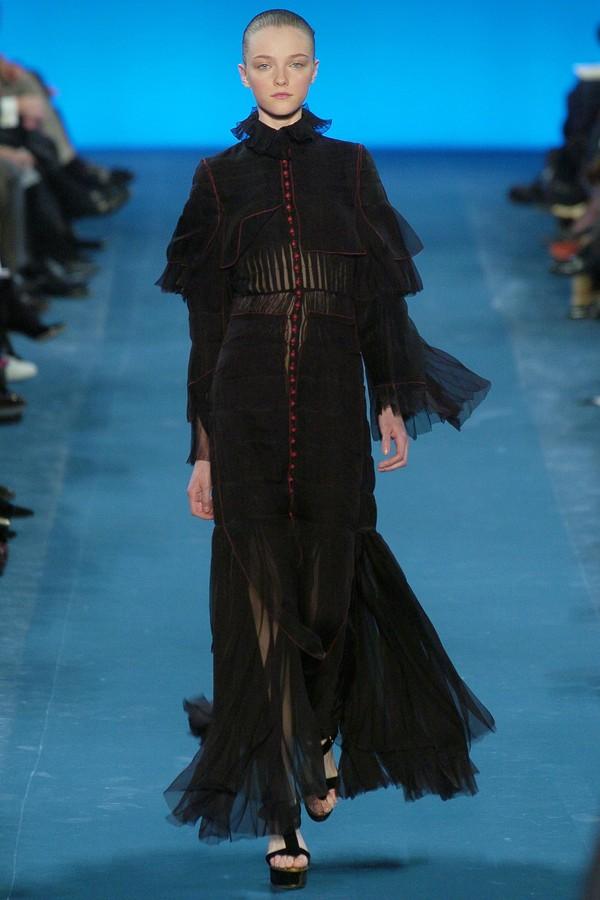 Yves Saint Laurent - inverno 2005 (Foto: Vogue Runway)