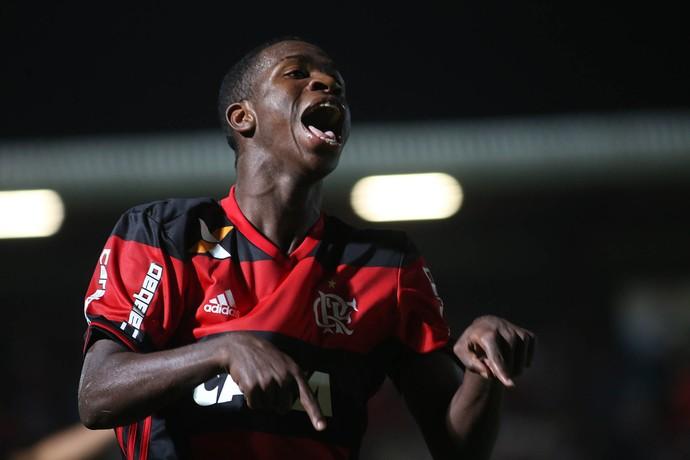 Vinicius Jr.: Barça acompanha há tempos, mas vou jogar muito no Fla