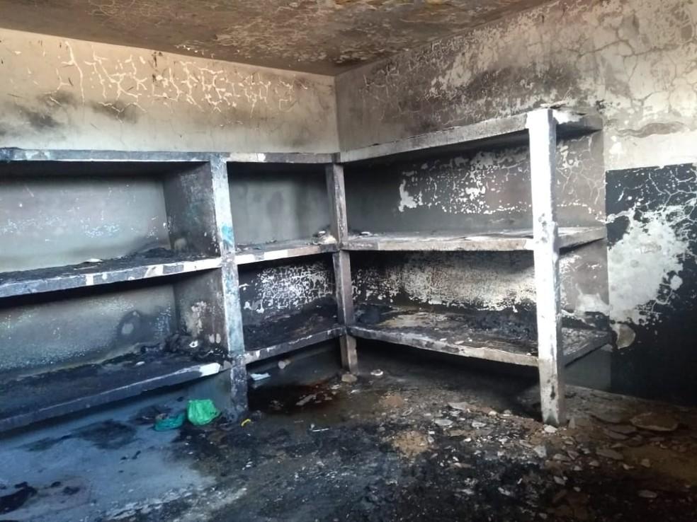 Colchões de celas foram incendiados pelos detentos — Foto: Casa de Detenção de Cerejeiras/Divulgação