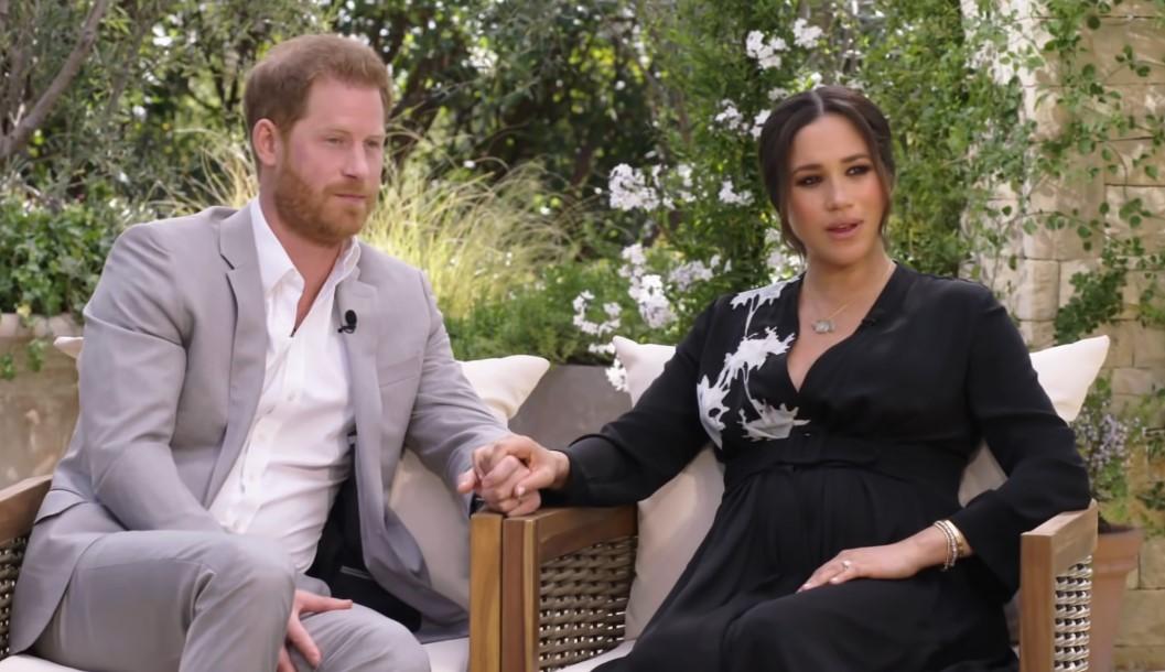 Il principe Harry e Meghan Markle nella loro intervista con la conduttrice Oprah Winfrey (Immagine: YouTube)