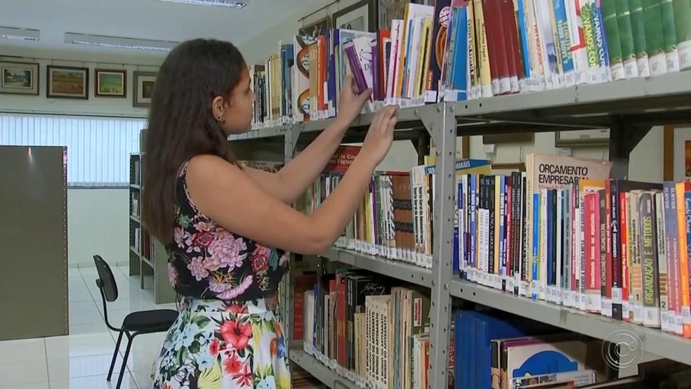 Projeto funciona na Biblioteca Municipal de Guararapes — Foto: Reprodução/TV TEM