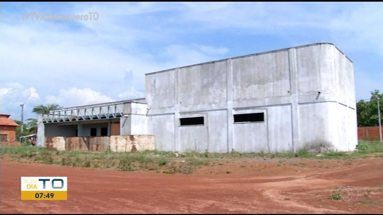 Comunidade aguarda entrega de prédio há 4 anos, enquanto unidade de saúde funciona em casa alugada - Notícias - Plantão Diário