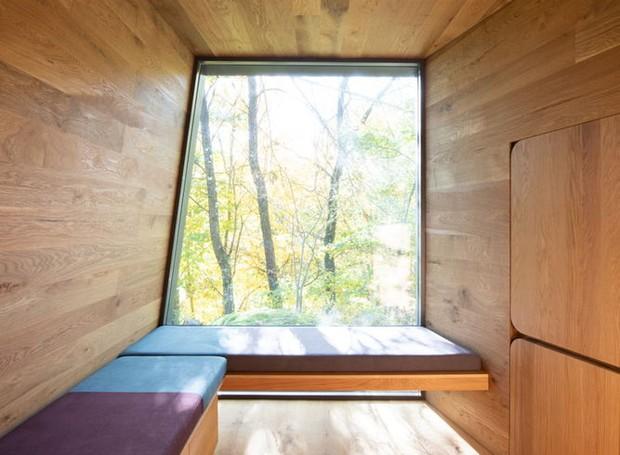 Interior da casa oferecida pelo Hospital da Noruega é todo construído com madeira (Foto: Instagram / snohetta)