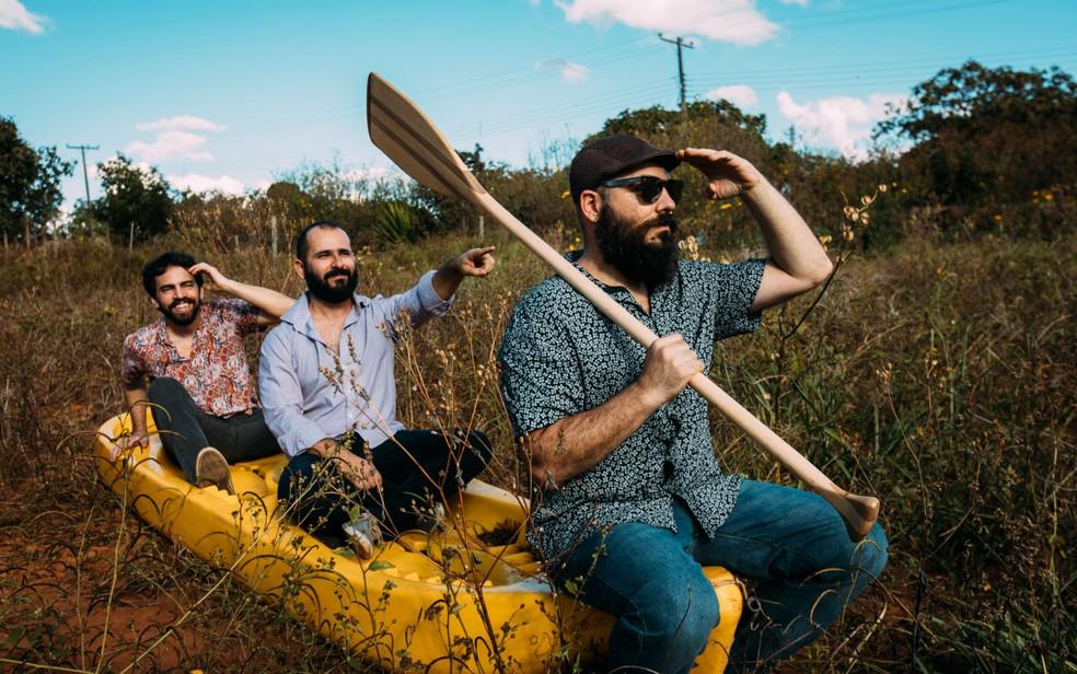 Trio brasiliense de rock Passo Largo — Foto: Thaís Mallon/Divulgação