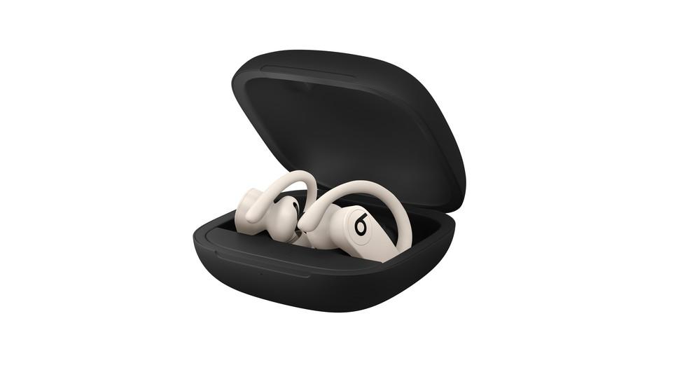 Estojo de carregamento garante até 24 horas de reprodução de músicas — Foto: Divulgação/Apple