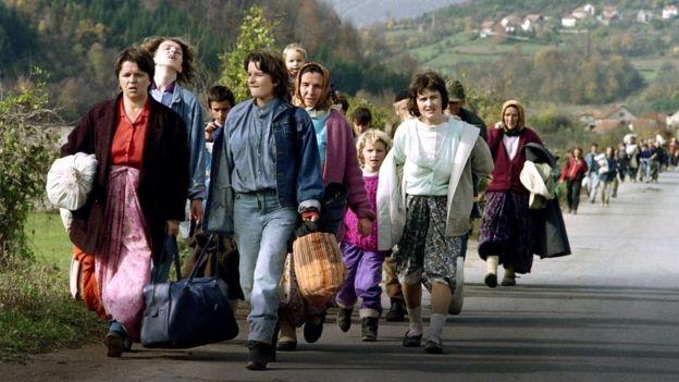 Na Iugoslávia, produtores fizeram greve em protesto às tentativas do governo de controlar a alta dos preços (Foto: AFP/BBC)