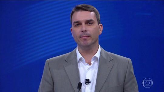 Comprador confirma pagamento em dinheiro a Flávio Bolsonaro, mas datas divergem do que está na escritura