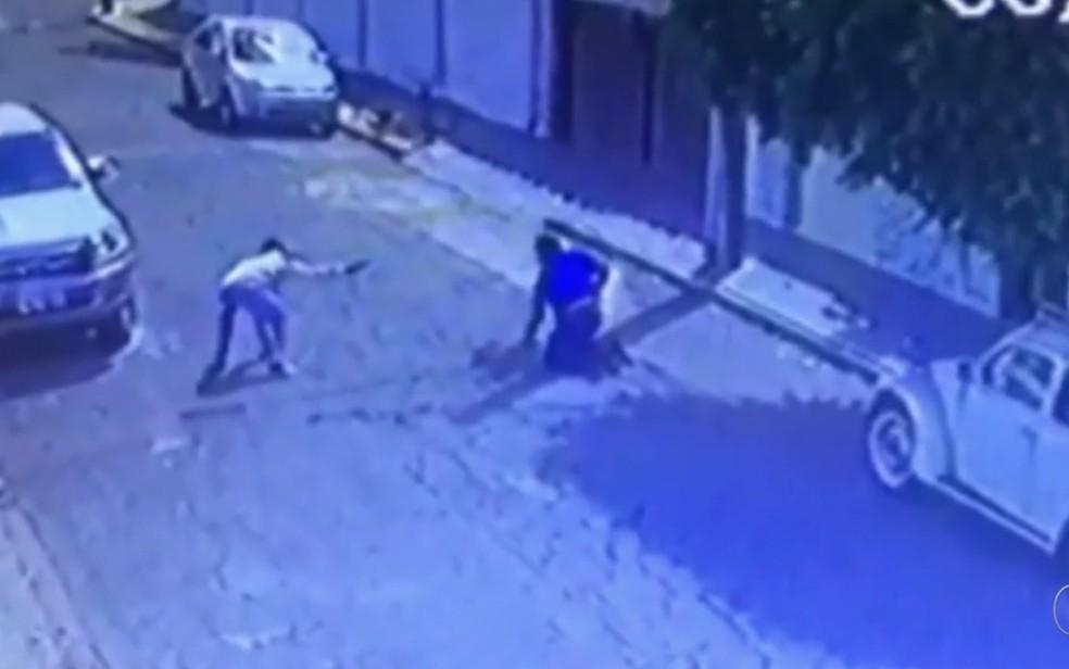Sargento aposentado da PM morre após reagir a assalto em Goiânia (Foto: Reprodução/TV Anhanguera)