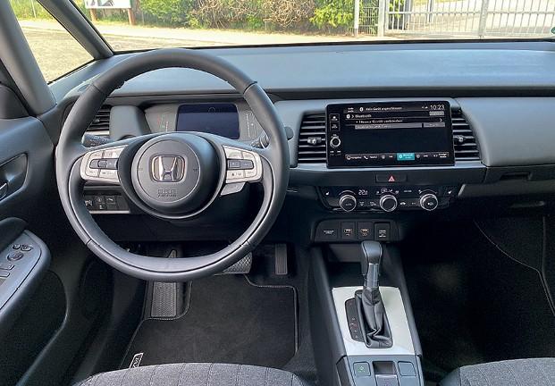 Honda FIt (quarta geração) - Acabamento deve mais peças macias, mas a montagem é correta (Foto: Divulgação)