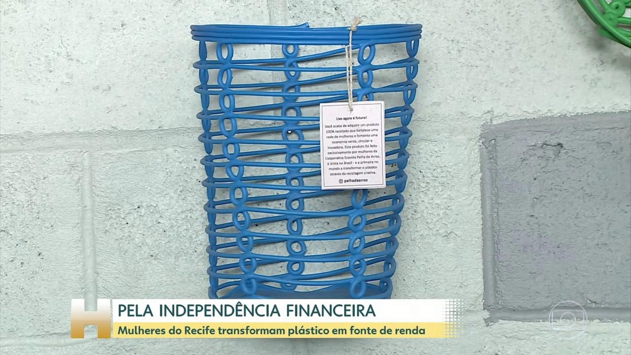 Mulheres do Recife transformam plástico reciclado em fonte de renda