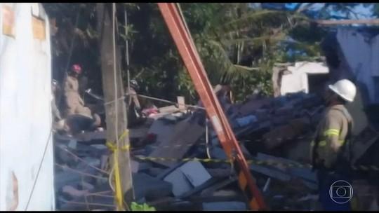 Explosão causada por gás derruba casas e mata 2 no Grande Recife