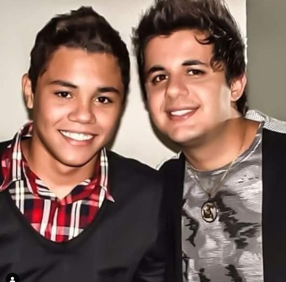 Felipe Araújo ao lado do irmão Cristiano Araújo — Foto: Reprodução/Instagram