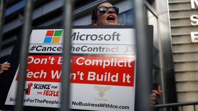 Empresas como Microsoft e Amazon foram criticadas por suposta cooperação com agências que gerenciam a política de imigração dos EUA (Foto: Getty Images via BBC News Brasil)