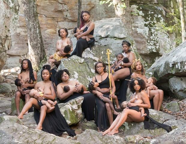 Mulheres negras se juntam em ensaio fotográfico em prol da amamentação (Foto: Reprodução / H&C Inc)