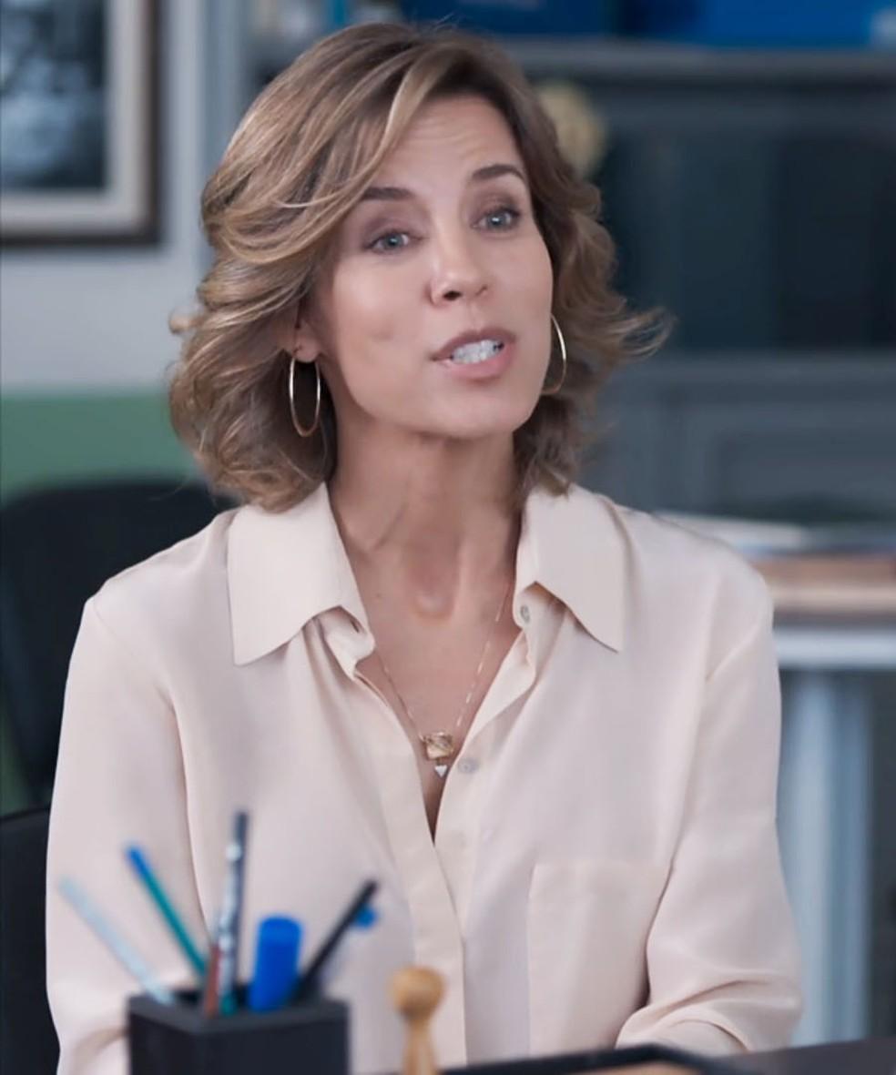 Malu (Daniela Galli) faz proposta suspeita à esposa de Bóris (Mouhamed Harfouch).  — Foto: Globo