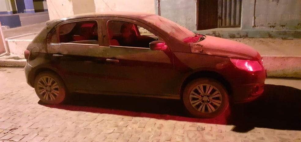 Homem é preso com R$ 900 em notas falsas em carro após aplicar golpes no Sul do Piauí — Foto: Divulgação/PMPI