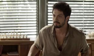 Na segunda-feira (2) Marcos (Romulo Estrela) questionará a Alberto se ele é apaixonado por Paloma (Grazi Massafera) | TV Globo