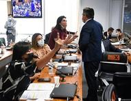 Descontroladas, interrompidas e culpadas: senadoras encaram machismo na CPI