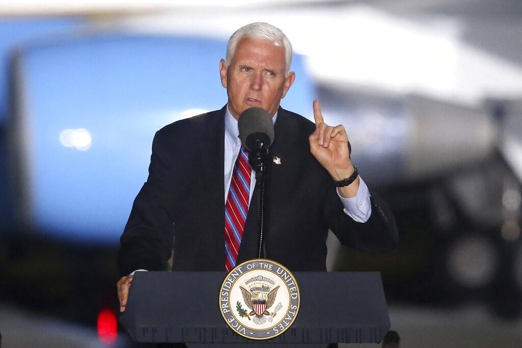 Chefe de gabinete do vice-presidente dos EUA testa positivo para Covid-19