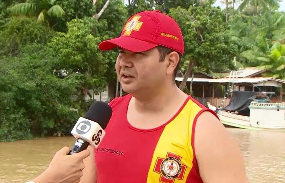 Rosivaldo Andrade, do Corpo de Bombeiros, auxiliou nas buscas — Foto: Rede Amazônica/Reprodução